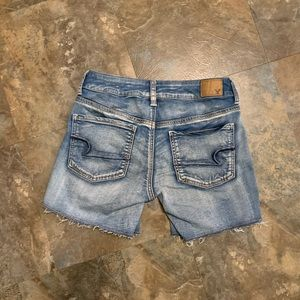 AE size 4 Midi Super Super stretch jean shorts